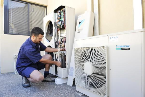 Trung tâm bảo hành máy lạnh Daikin tại TPHCM chuyên nghiệp
