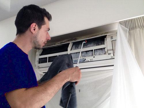 Cách tự vệ sinh máy lạnh quận 5 tại nhà